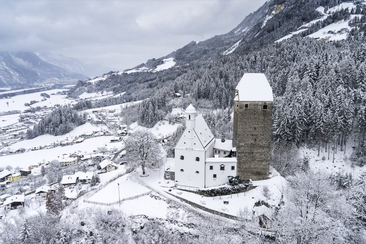 luftaufnahme-tirol-freundsberg_winter2